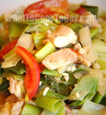 LEEKS AND CHICKEN STIR-FRY
