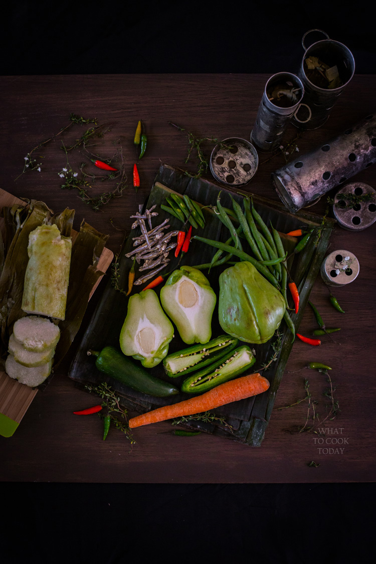 Indonesian rice cakes in banana leaves (lontong) #indonesianfood