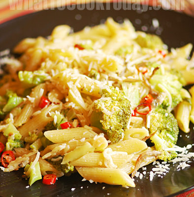 BROCCOLI AND ANCHOVY PENNE RIGATE