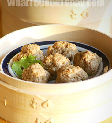 CHINESE STEAMED MEAT BALLS