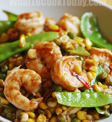 EASY SHRIMP STIR-FRY WITH PEAS AND CORN