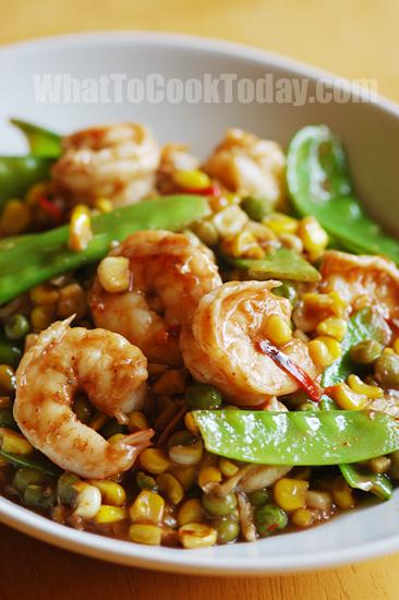 Easy Shrimp Stir-fry with Peas and Corn
