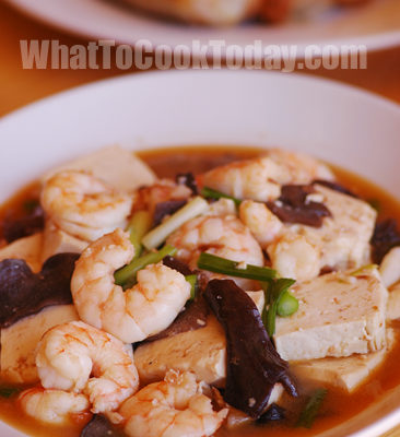 SHRIMP STIR-FRY WITH TOFU AND EAR MUSHROOM