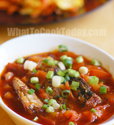 Easy and Quick Spicy Sardines in Tomato Sauce