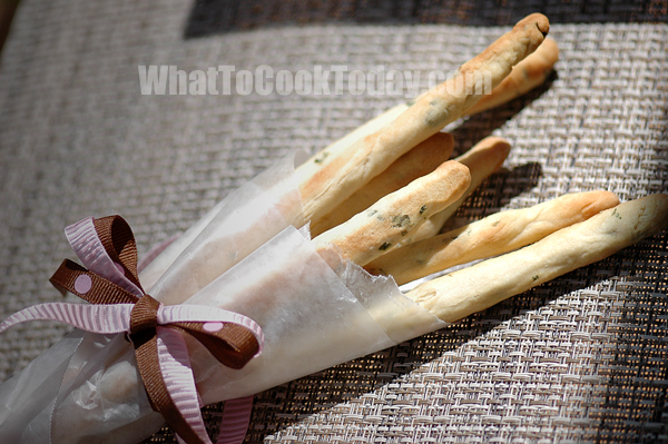 ROSEMARY BREAD STICKS