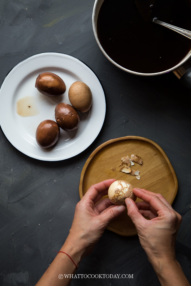 Telur Pindang (Indonesian Braised Hard-boiled Eggs)