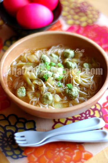 MEE SUA NOODLES WITH MEAT BALLS