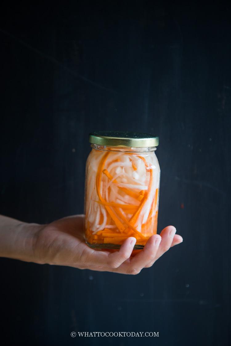 Do Chua (Vietnamese Pickled Daikon and Carrot)