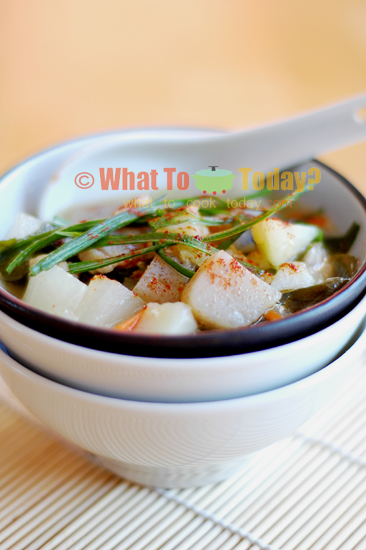 TONJIRU/ PORK AND VEGETABLE MISO SOUP