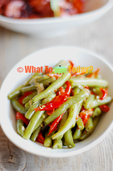 STIR-FRIED GREEN BEANS WITH CHILI