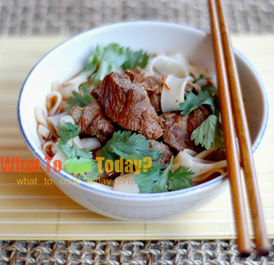 SPICY BEEF STEW WITH RICE NOODLE