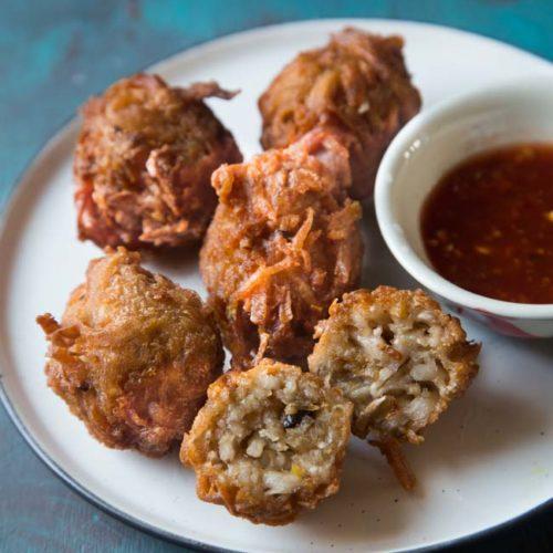 Talas Goreng Uyen (Fried Taro Fritters)