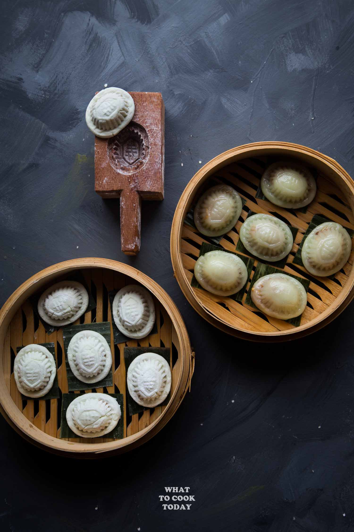 Pandan Ang Ku Kueh with Sweet Peanut Filling