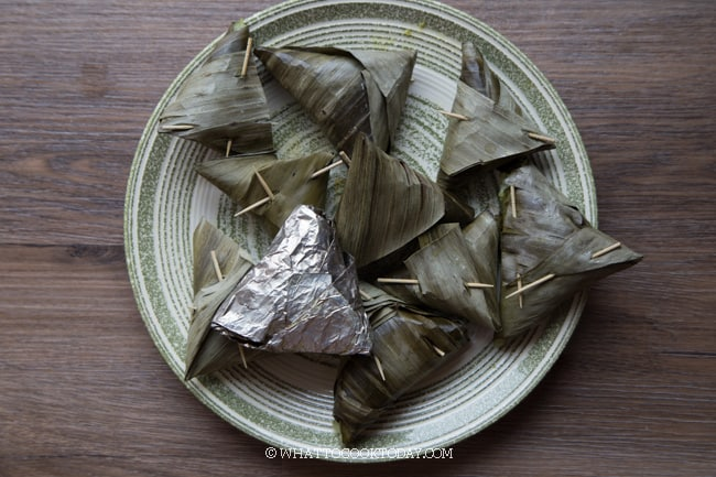 Kue Lupis Ketan / Sticky Rice Dumplings (Pressure Cooker or Boiling Method)