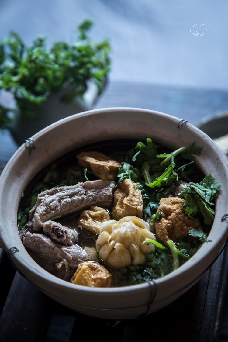 Pork bone tea soup (bak kut teh)