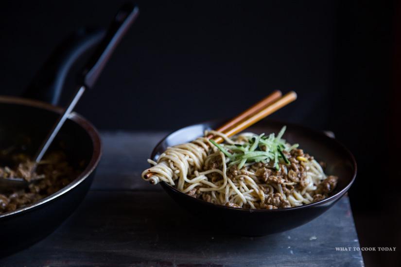 How To Make Zha Jiang Mian (Noodles in Meat Sauce)