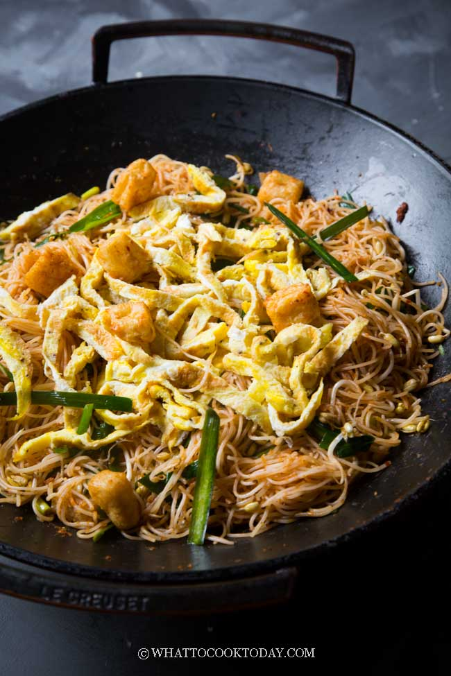 Dry Fried Mee Siam (Malay Stir-Fried Rice Vermicelli Noodles)