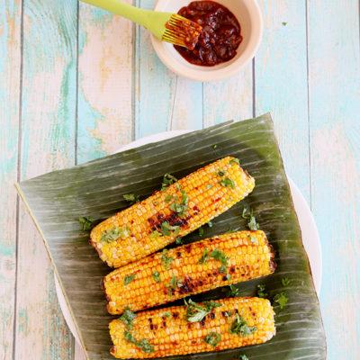 Grilled corn with spicy sweet chili sauce / Jagung bakar pedas manis