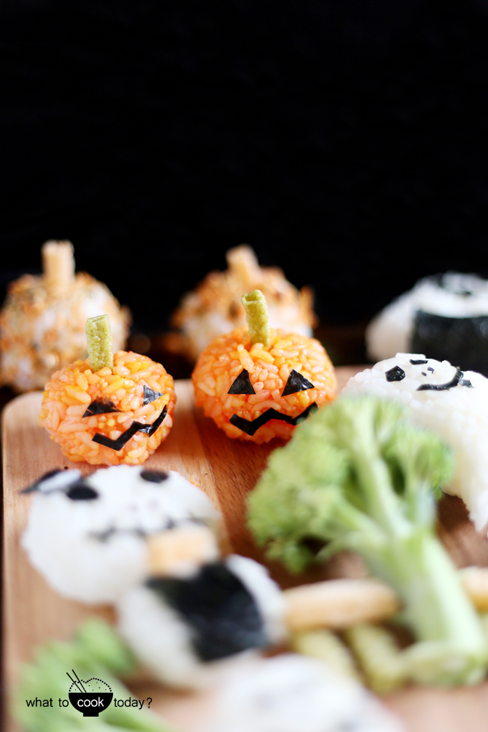 How to make your own Onigiri (rice balls) for halloween. Great for kids' lunch box and no sweets involved