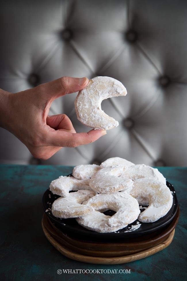 Kue Putri Salju (Snow White Cookies)