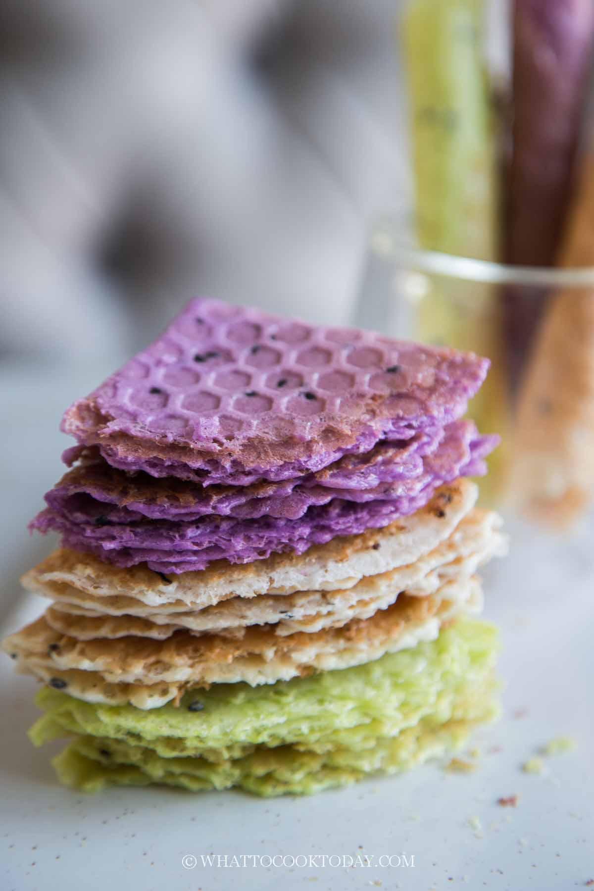 Kuih Kapit/Kue Semprong (Love Letter Biscuit/Crispy Coconut Rolls)