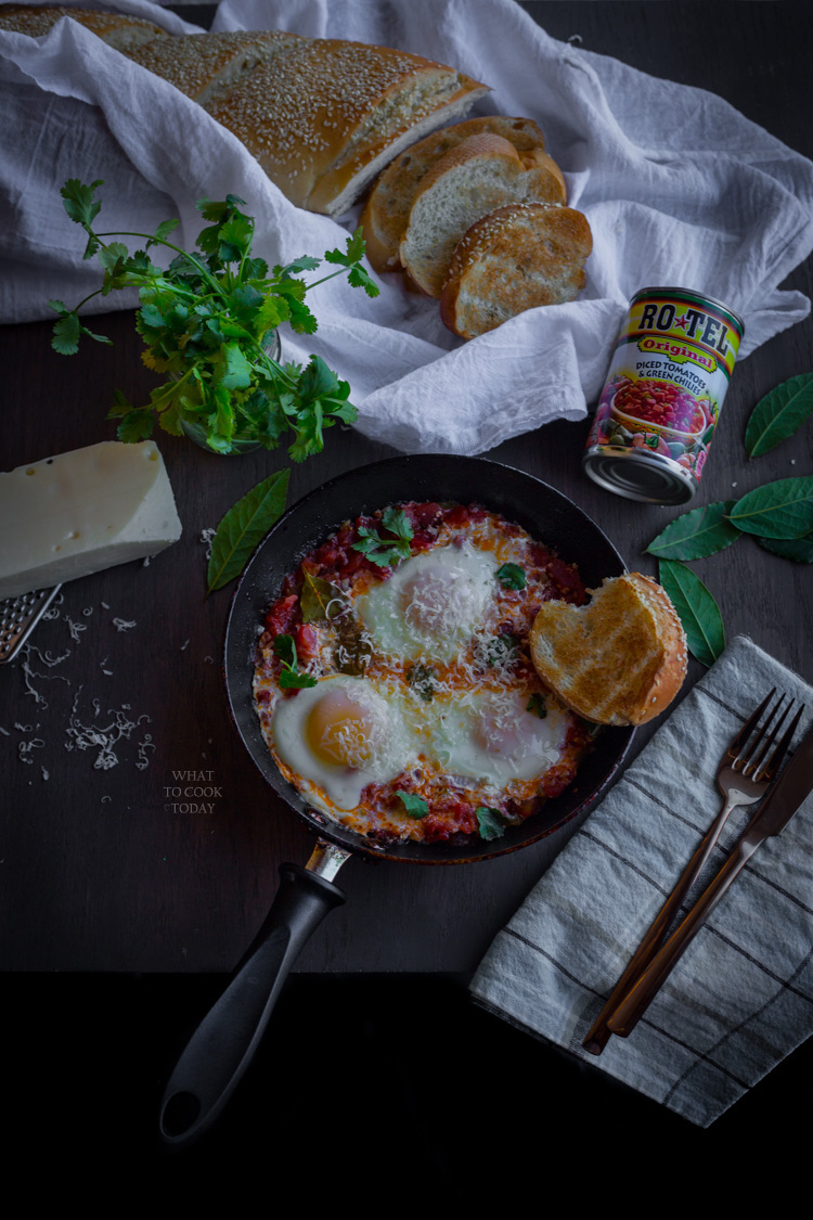 Eggs in tomatoes and green chilies. Easy one pan recipe for weeknights #YesYouCan #ad