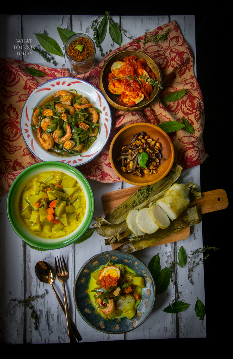 Lontong Sayur Medan (Rice Cakes with Vegetables)