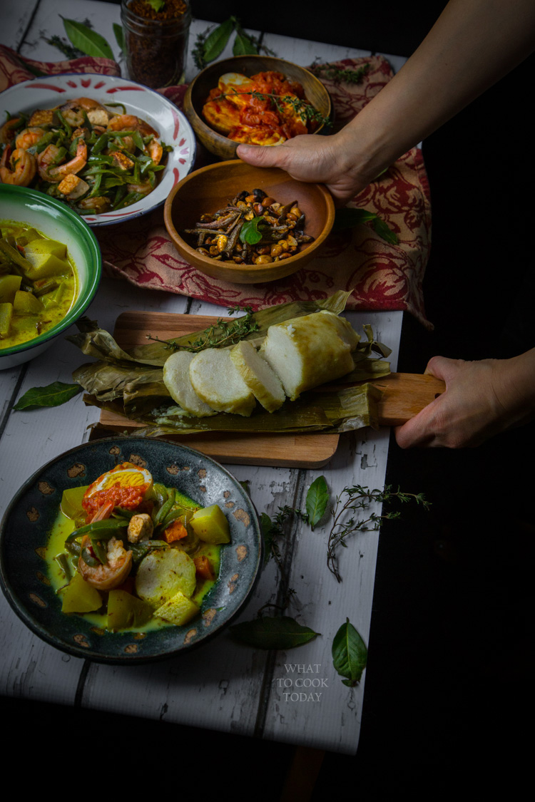 Lontong sayur medan (Medanese rice cakes with savory dishes)