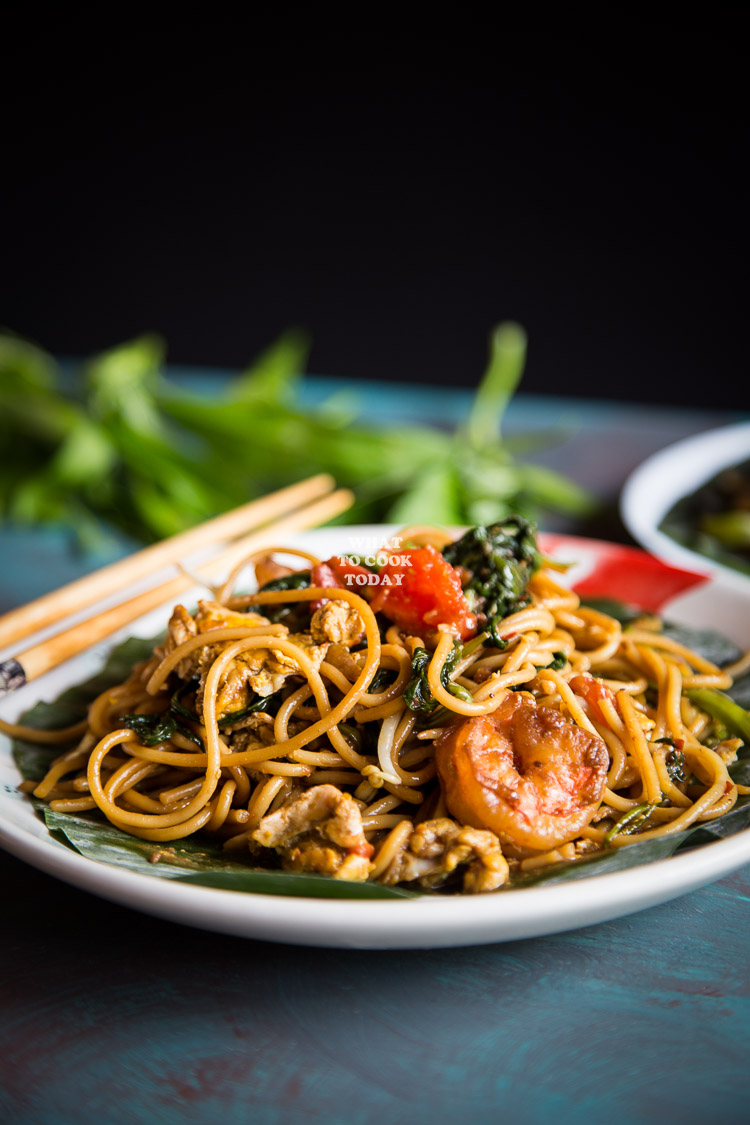 Mie Kangkung Belacan Medan (Spicy stir-fried noodles with shrimp paste and water spinach)