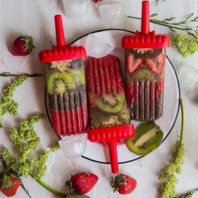 Strawberry kiwi chocolate pudding popsicles