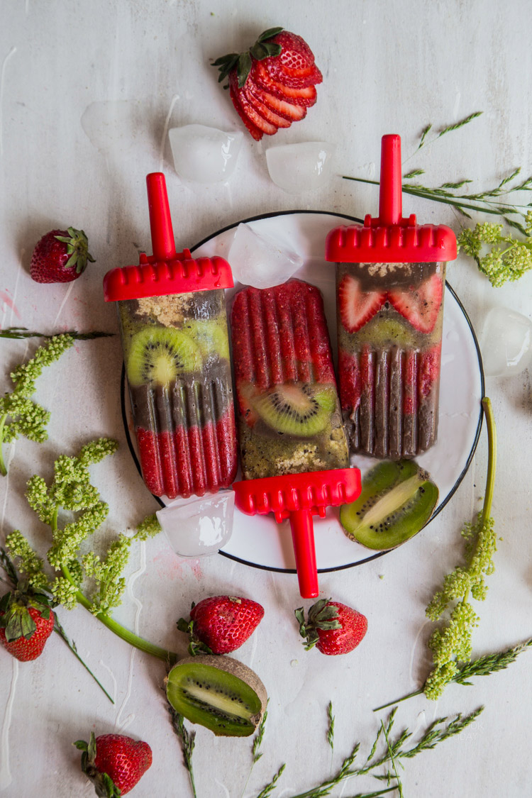Strawberry kiwi chocolate pudding popsicles #SnackPackNaturals #ad