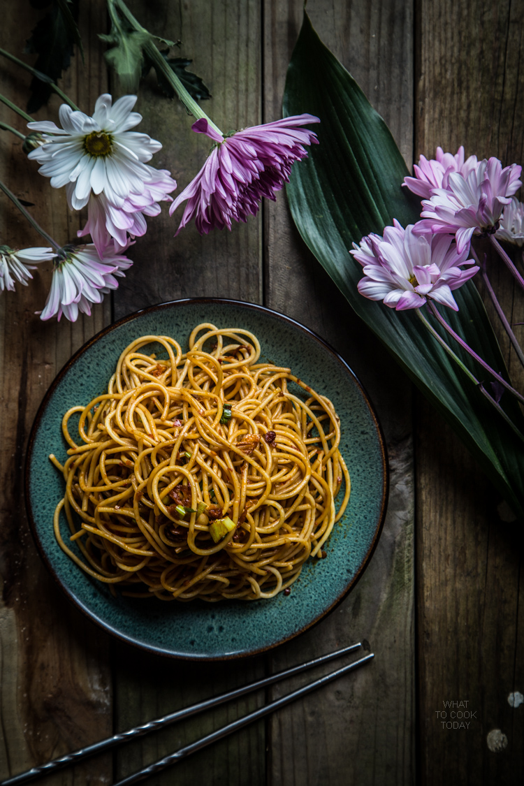 How to make Super simple spicy and tangy noodles. Delicious easy one pan Asian noodle recipe that take you less than 20 minutes from start to finish. Click through for full recipe and step by step instructions