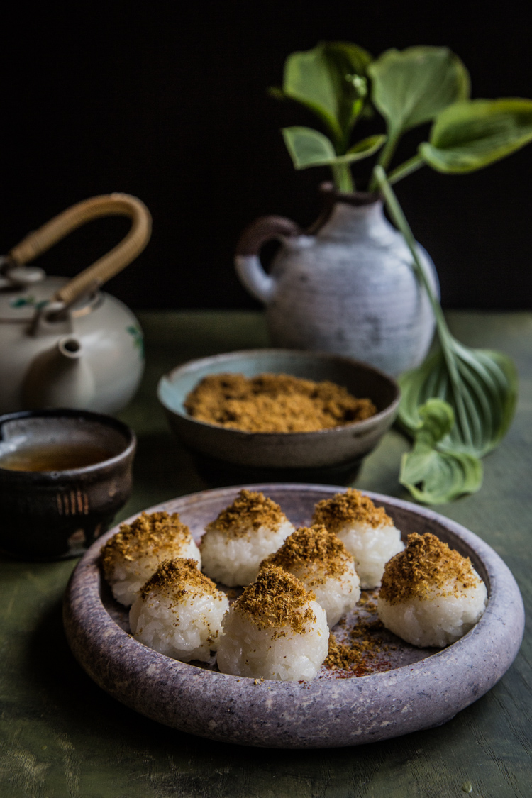Sticky rice with coconut flakes (ketan serundeng)