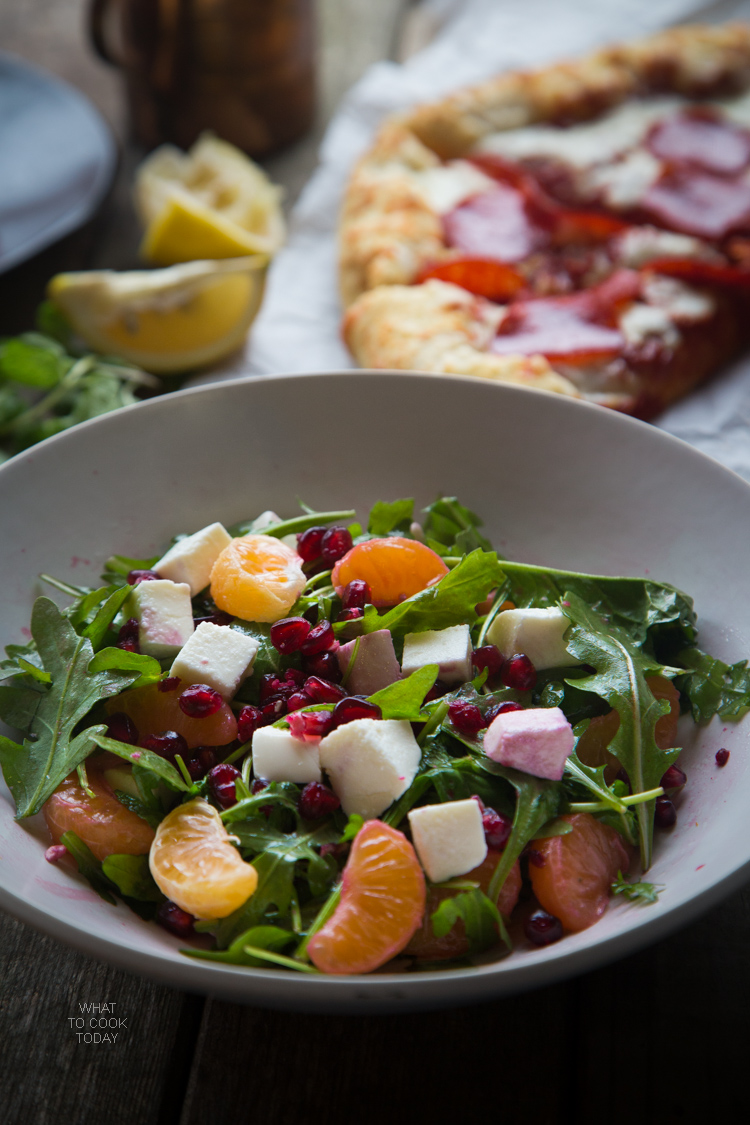 Super easy arugula pomegranate and mozarella salad #FreschettaFresh #ad