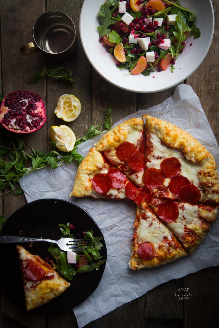 Super easy arugula pomegranate and mozzarella salad #FreschettaFresh #ad