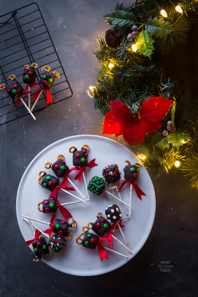 Christmas marshmallow pops. Easy Christmas treats for kids. Easy Christmas treats for gifts