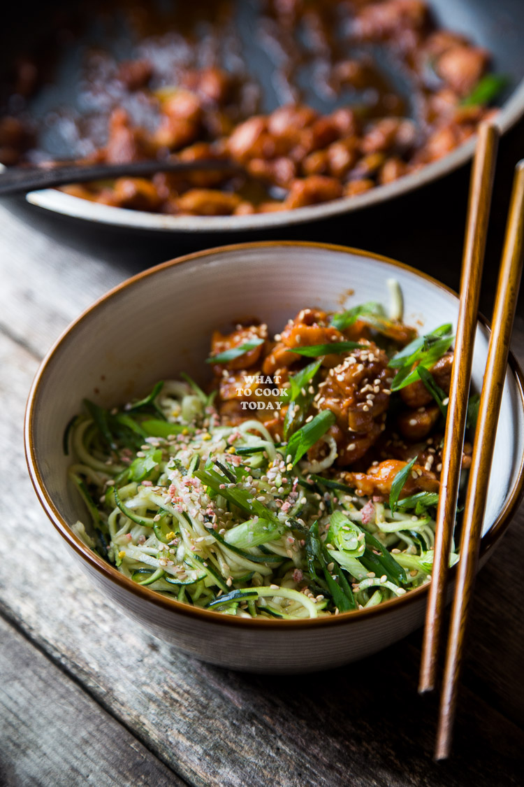 How to make Gochujang Chicken Zoodles. Delicious easy tasty low carb Gochujang Chicken Zoodles recipe. Perfect for weeknight meals. Click through for full recipe and step by step instructions