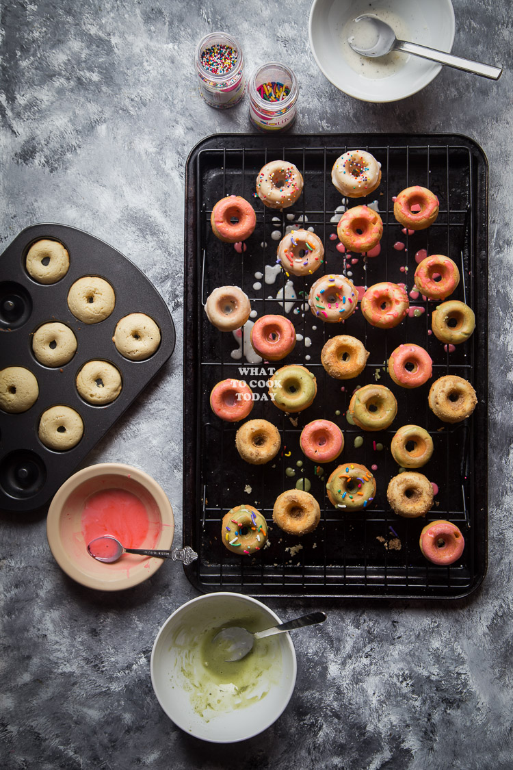 How to make Vanilla Beans Mini Baked Donuts. Delicious easy and healthier Vanilla Beans Mini Baked Donuts recipe. Click through for full recipe and step by step instructions #ad #DunkinCreamers