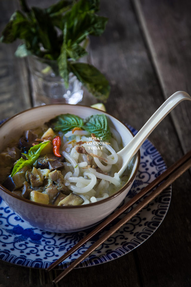 How to make Green Curry Laksa. Delicious and super easy Green Curry Laksa noodle bowl recipe. Click through for full recipe and step by step instructions