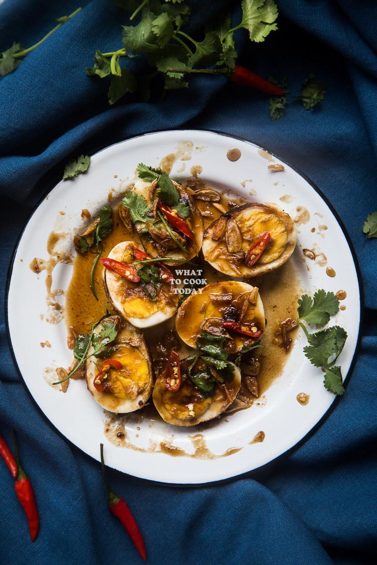 Khai Look Khoey (Thai Son-in-law eggs/Eggs with Tamarind Sauce)