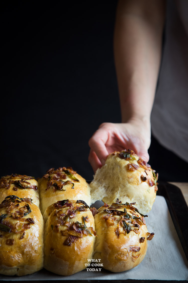 Roti Bawang (Scallion and Onion Baked Milk Buns)-Tang Zhong Method
