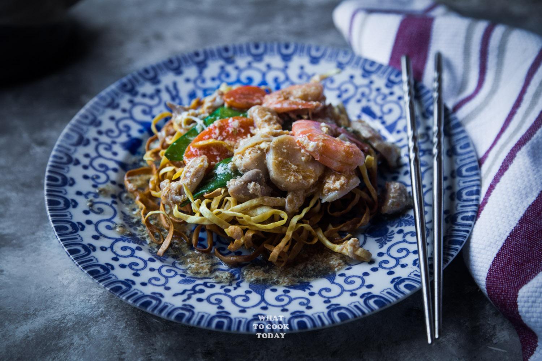 Ifumie Binjai (Crispy E Fu Noodle and seafood gravy)
