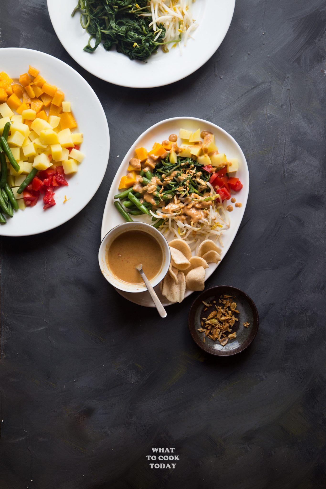 Lotek (Steamed Vegetable Salad with Peanut Dressing) #salad #lotek #indonesianrecipe #asianrecipe