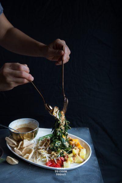 Lotek (Sundanese Vegetable Salad with Peanut Dressing)