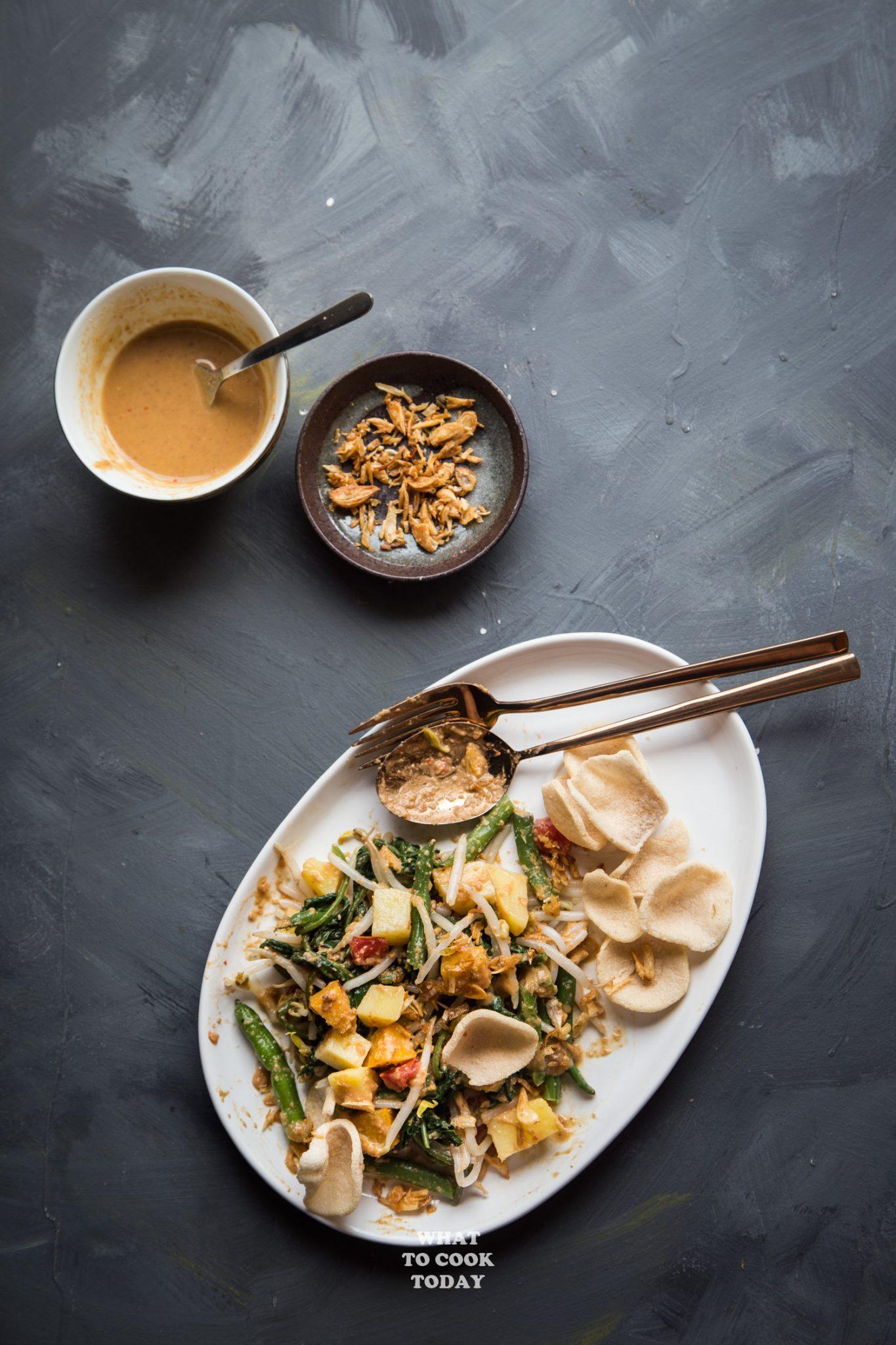 Lotek (Sundanese Vegetable Salad with Peanut Dressing) #salad #lotek #indonesianrecipe #asianrecipe