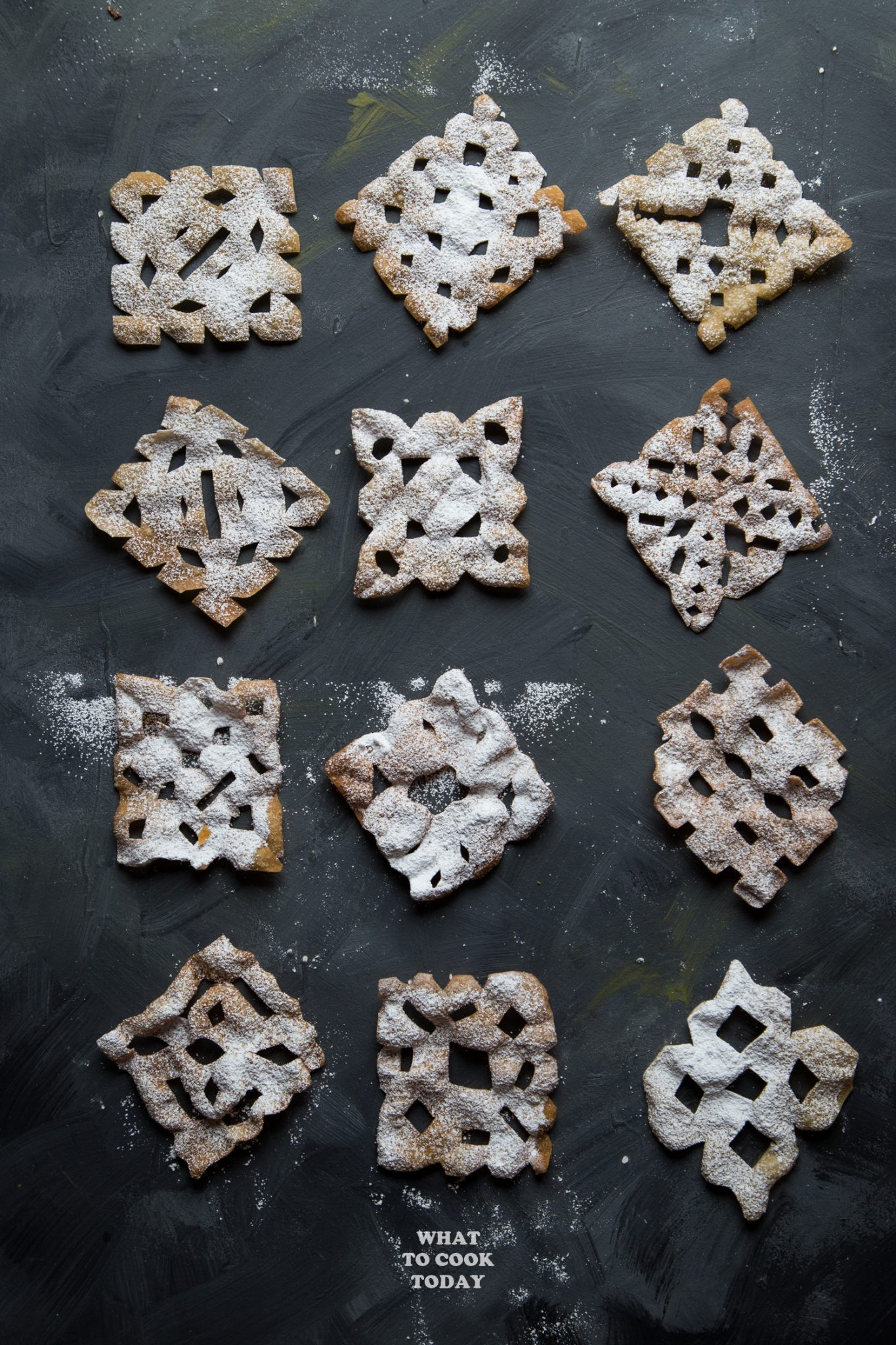 Swedish Rosettes Wannabe (made with wonton wrappers) #vegan #swedishrosettes #rosettes #christmas #easyrecipe