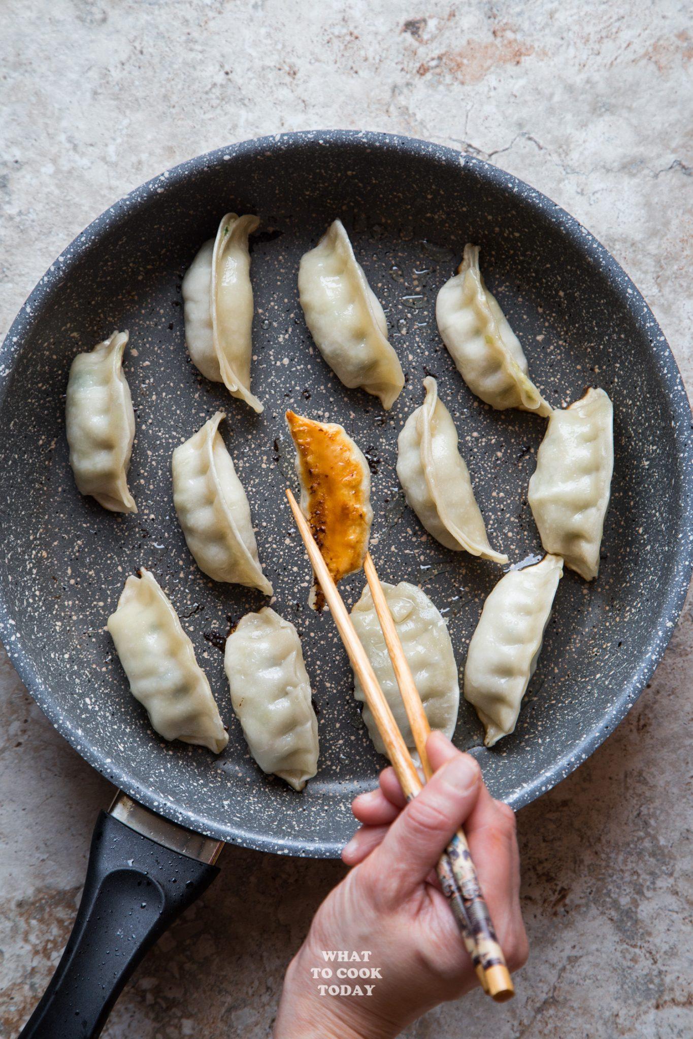 Ling Ling Pot Stickers #ad #LingLingAsianFood #LL #asianfood #chopsticks #easymeals #potstickers #friedrice
