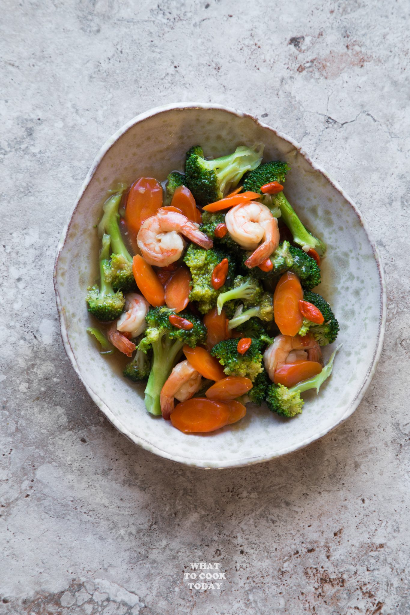 Broccoli Shrimp Goji Berry Stir-fry #ad #LingLingAsianFood #LL #asianfood #chopsticks #easymeals #potstickers #friedrice