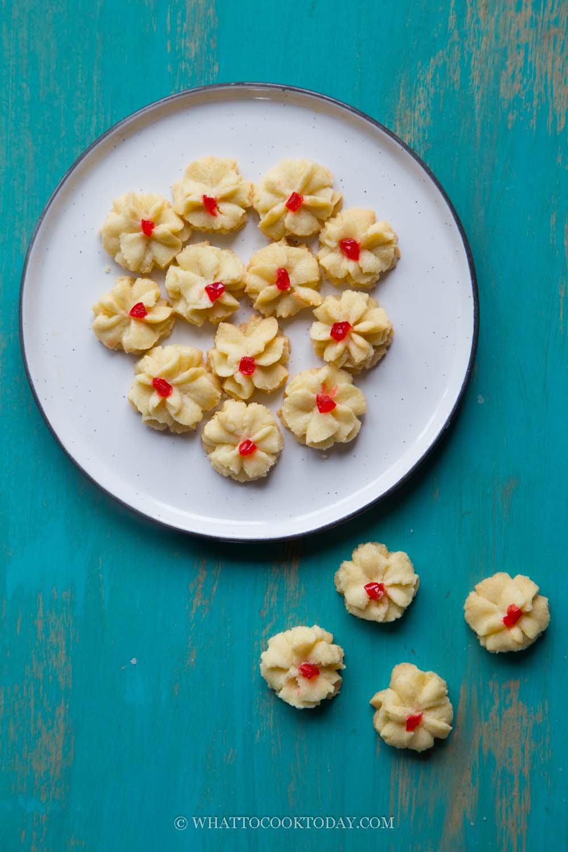 Kuih Dahlia Cherry Butter Cookies( Kuih Semperit/Semprit)