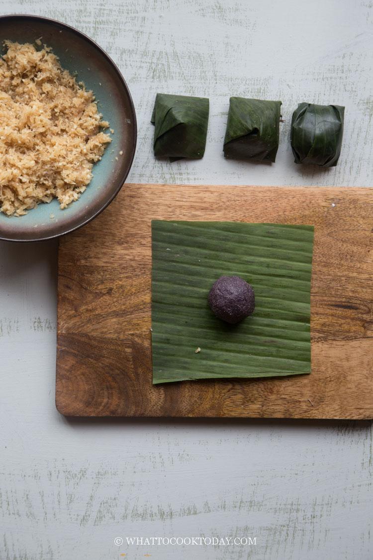 Kue Koci Gula Kelapa (Glutinous Cake with Coconut Filling)